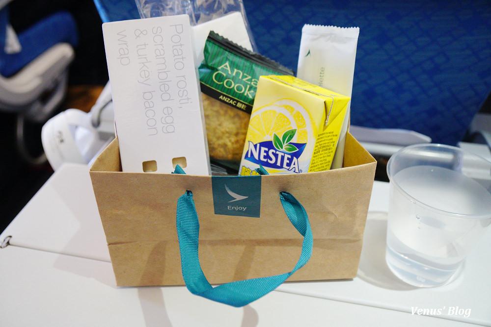 國泰航空台北飛香港不好吃飛機餐,建議吃飽再上飛機 2017.06.27