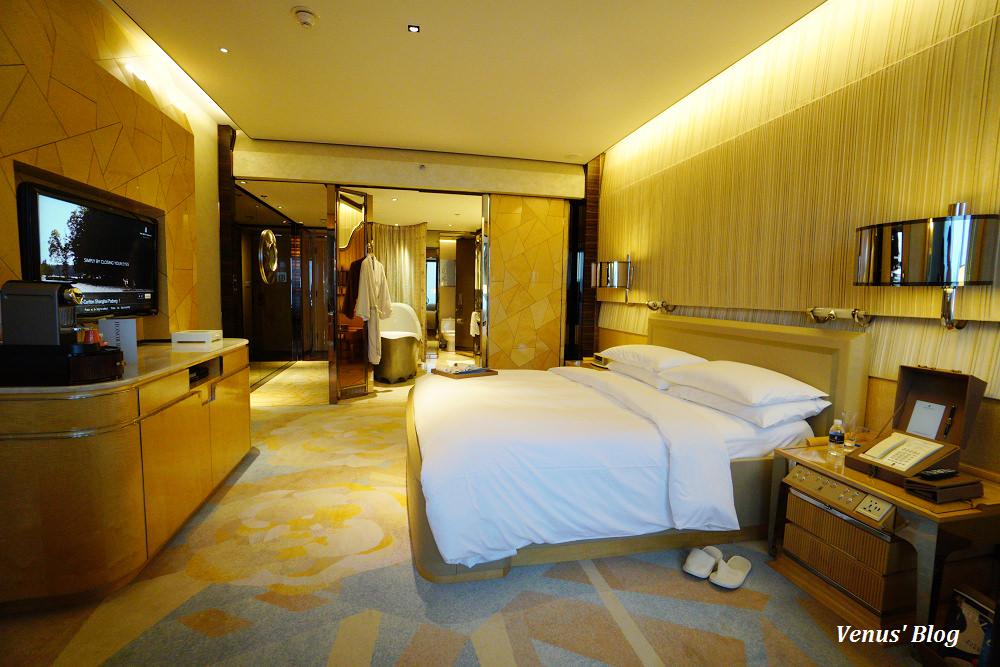 上海浦東麗思卡爾頓酒店,在房間就能看到東方明珠塔,亞洲萬里通兌換