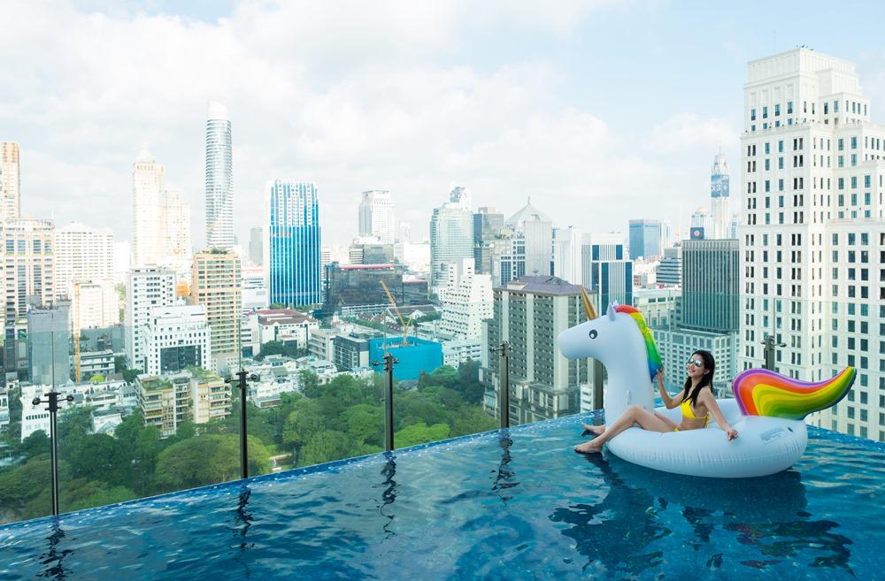 曼谷飯店推薦|曼谷無線路英迪格酒店,網紅超愛的高空無邊際泳池,潮感與復古交錯的前衛設計