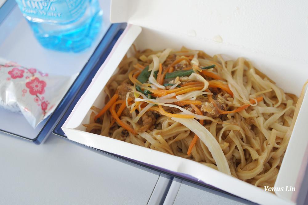 華航飛沖繩,B777-400,華航沖繩飛機餐,華航素食餐,華航水果餐