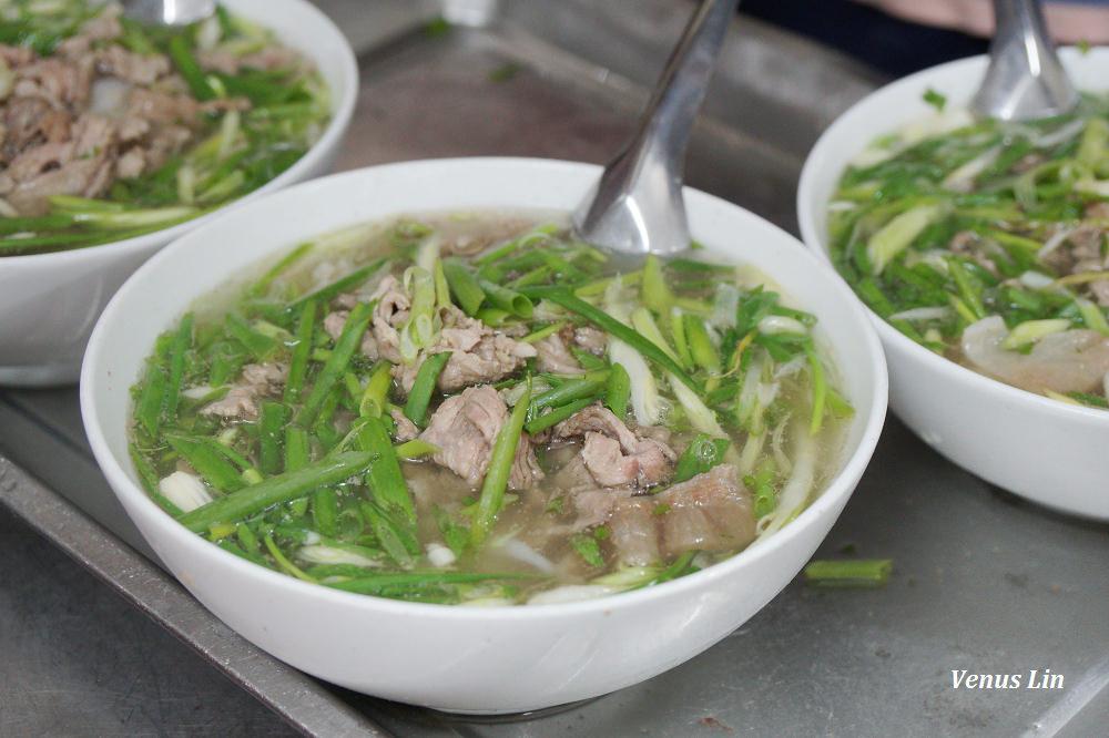 越南河內美食|PHO THIN牛肉河粉配油條好正點!滿滿蔥花的湯超級好喝
