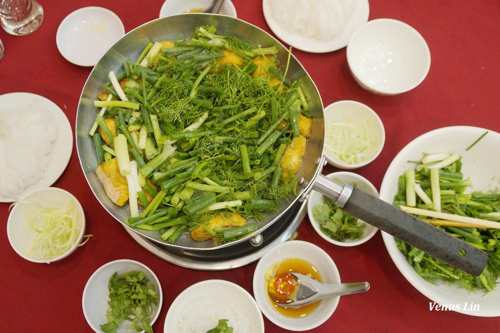河內美食|鱧魚鍋Cha Ca Thang Long,炸鱧魚配大量的蔥.茴香,好吃!