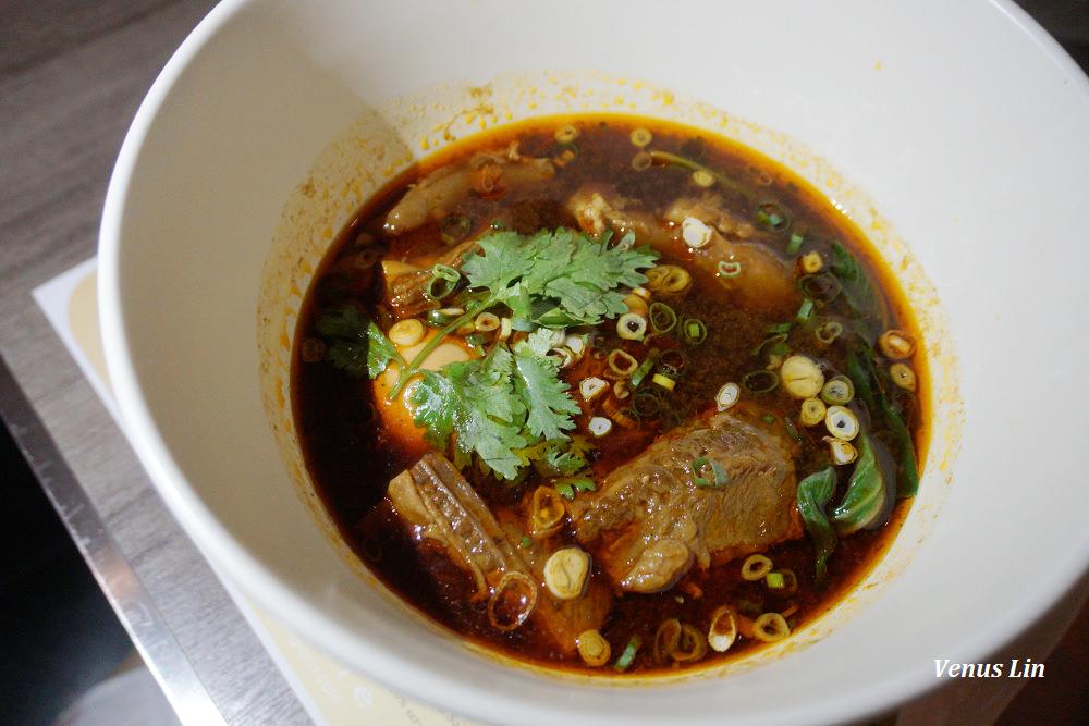 晶華酒店azie廳牛肉麵,最有名的五星級飯店牛肉麵,一碗550元值得嗎?