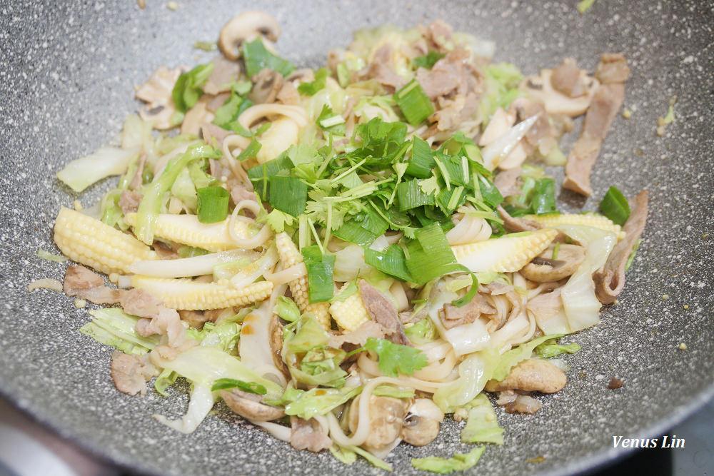 食譜|蔬菜豬肉炒麵,可以清冰箱又超簡單,15分鐘上菜