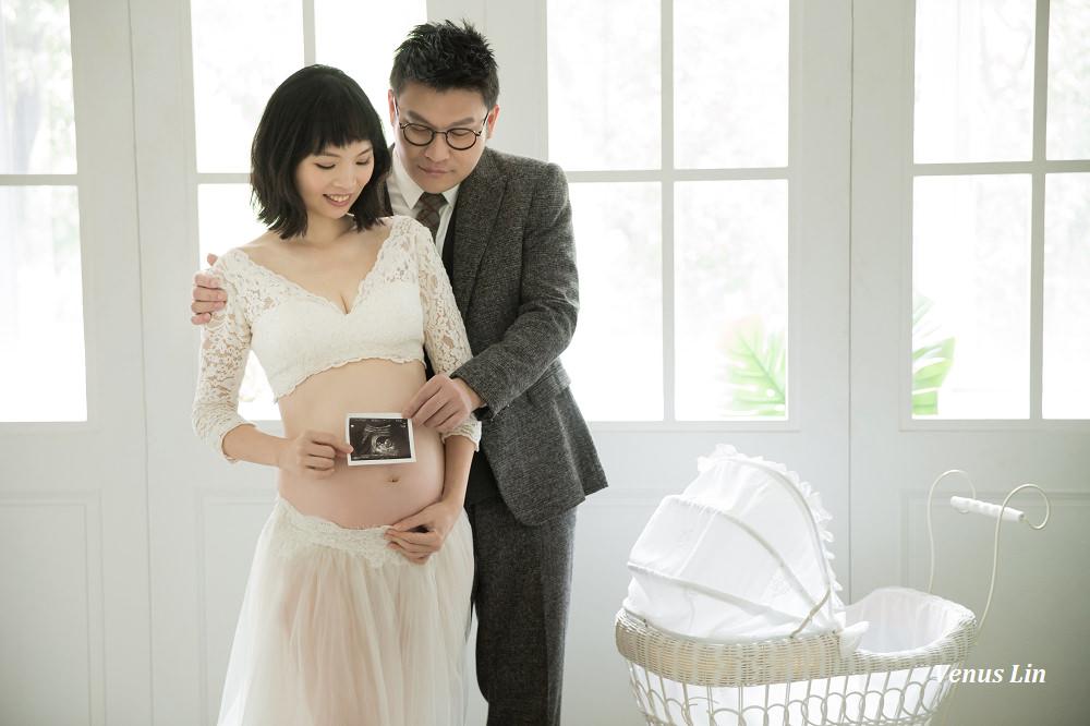 懷孕30週孕婦寫真x小古團隊,簡約自然風,紀錄最美的孕肚(套裝內容/費用/自家攝影棚/精修成品照)