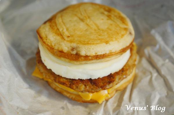 【日本平民早餐推薦】麥當勞的鬆餅漢堡 – 日本限定販售,使用鬆餅做為漢堡皮